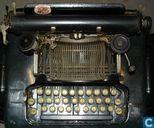 Corona koffertypemachine