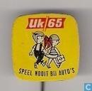 UK 65 speel nooit bij auto's