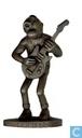 Lucien debout avec guitare in bronze