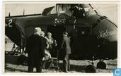 Aankomt van H.K.H. Kon. Juliana per Helicopter aan de Afsluitdijk.