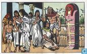 De sarcofaag wordt opgericht