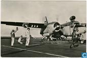 """Start van een Grumman S-2A Tracker van Hr. Ms. """"Karel Doorman"""""""
