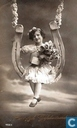 Hartelijk Gefeliciteerd meisje in schommel van hoefijzer 1920