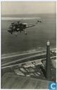 Wasp helicopter boven de vuurtoren van Huisduinen