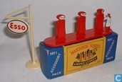 Voitures miniatures - Matchbox - Esso Pumps and Sign