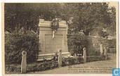 Dinant en 1921 - Place du Faubourg St. Paul.  83 Dinantais dont 45 femmes et enfants sont morts fusillés le 23 aôut 1914, par les hordes saxonnes.